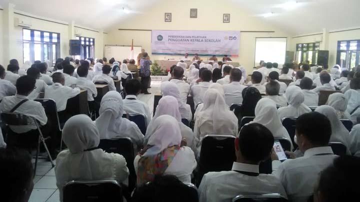 Koropak.co.id - Pemkab Garut Alokasikan Rp 2,4 Milyar Untuk Standardisasi Kepala Sekolah (3)
