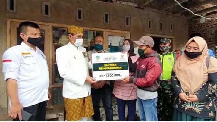 Koropak.co.id - Pemkot dan Baznas Kota Tasikmalaya Salurkan Bantuan RTLH Kepada Warga Miskin