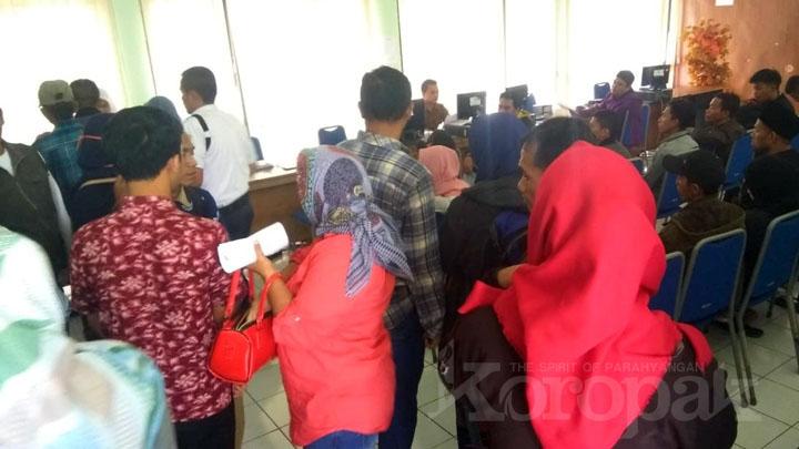 Koropak.co.id - Pemohon Membeludak, di Kabupaten Tasikmalaya Blanko KTP-el Nihil (3)