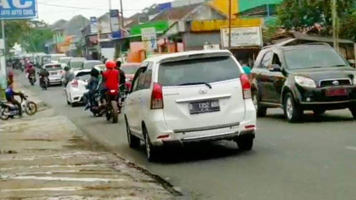 Koropak.co.id - Penumpukan Kendaraan Rata Rata di Persimpangan (2)