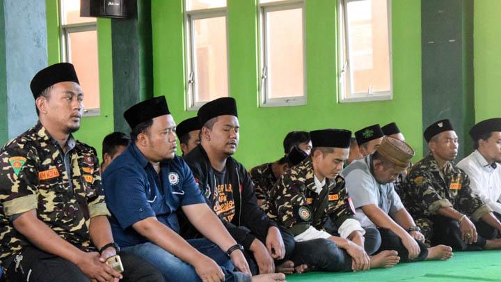 Koropak.co.id - Percikan Doa Melangit Dari Anggota Polres Dan Pemuda NU Tasikmalaya (2)