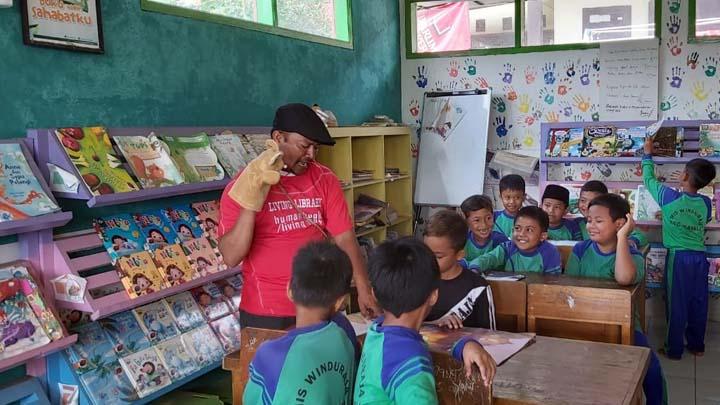 Koropak.co.id - Perpustakaan di MI Winduraja Kawali Dongkrak Minat Baca Siswa (3)