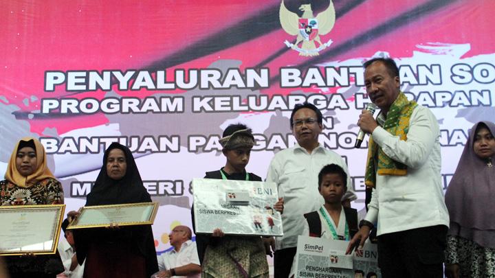 Koropak.co.id - PKH dan BPNT Dorong Kesejahteraan Masyarakat (3)