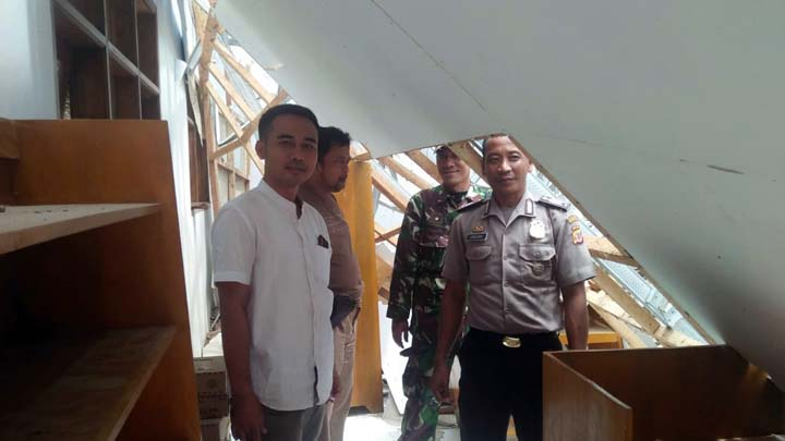 Koropak.co.id - Polisi Investigasi Penyebab Lain Ambruknya Atap SMK Bina Bangsa (2)