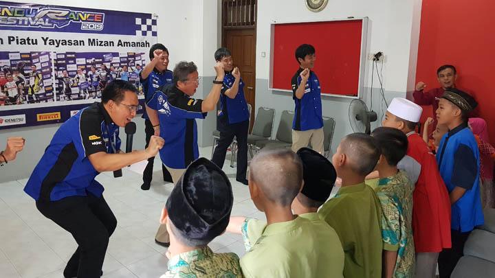 Koropak.co.id - Presiden Yamaha Indonesia Donasikan Hadiah Kemenangannya Untuk Anak Yatim