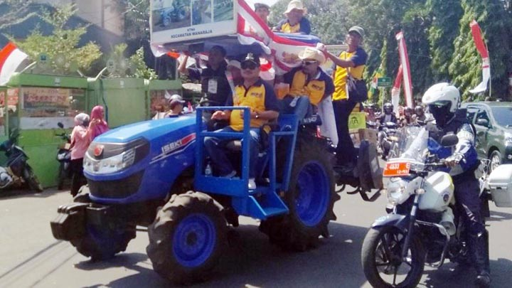 Koropak.co.id - Puncak Hari Krida Pertanian, Ruas Jalan di Kabupaten Garut Dibanjiri Mobil Hias (1)