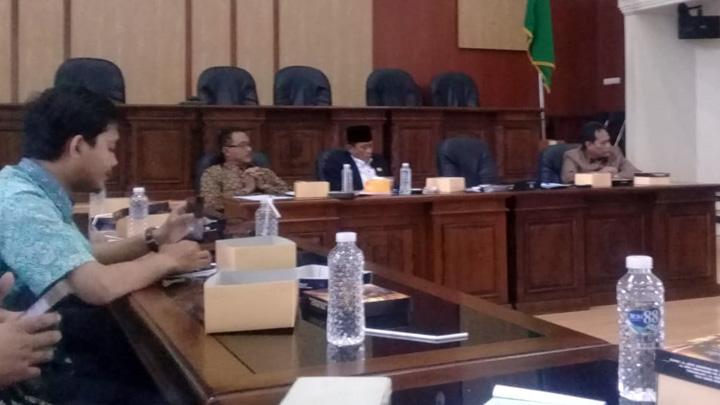 Ratusan Guru Madrasah Geruduk DPRD Kabupaten Ciamis