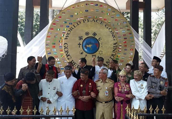 Koropak.co.id - Ribuan Warga Meriahkan Peringatan Gong Perdamaian Dunia di Ciamis 2
