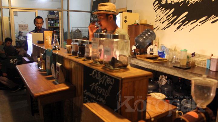 Ruang Gelap Coffee Unggulkan Produk Lokal