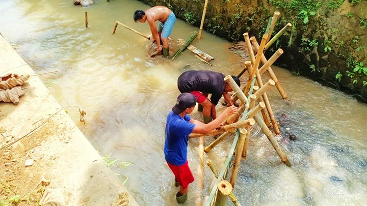 Koropak.co.id -  Sungai Ciroas, Elok, Bersih, Penuh Warna (3)