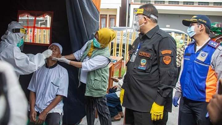 Koropak.co.id - Tes Swab Massal Digelar di Kota Tasikmalaya, Satu Kampung Dikarantina (2)