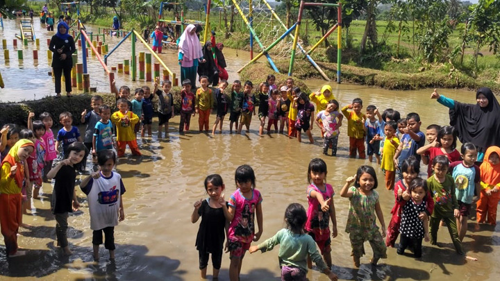 https://video.koropak.co.id/6077/sukahaji-waterboom-ciamis-wahana-edukasi-dan-rekreasi-keluarga