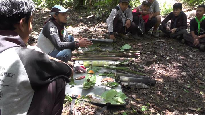 Tips Memilih Makanan di Hutan