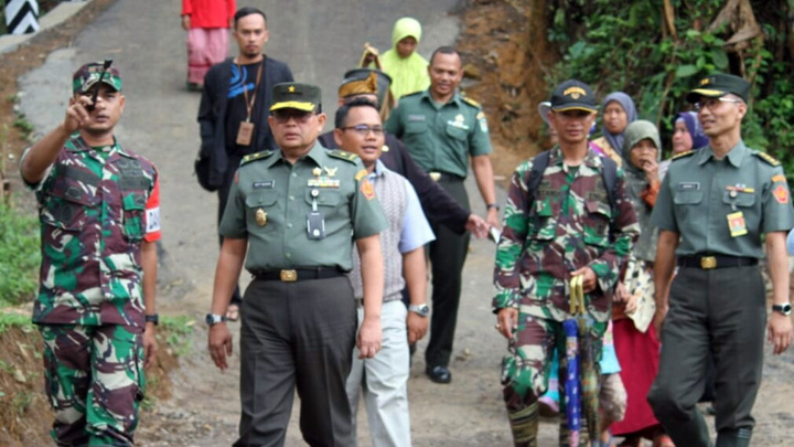 Koropak.co.id - TMMD Desa Pancasura Garut Ditinjau Tim Wasef Mabes TNI (2)