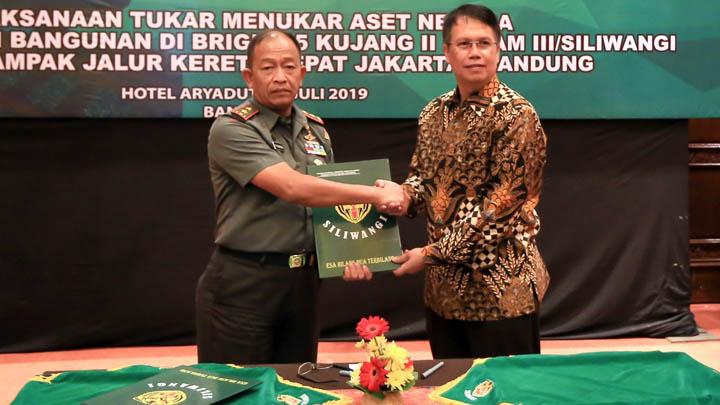 Koropak.co.id - TNI AD Serahkan Lahan Terdampak Kereta Cepat (1)
