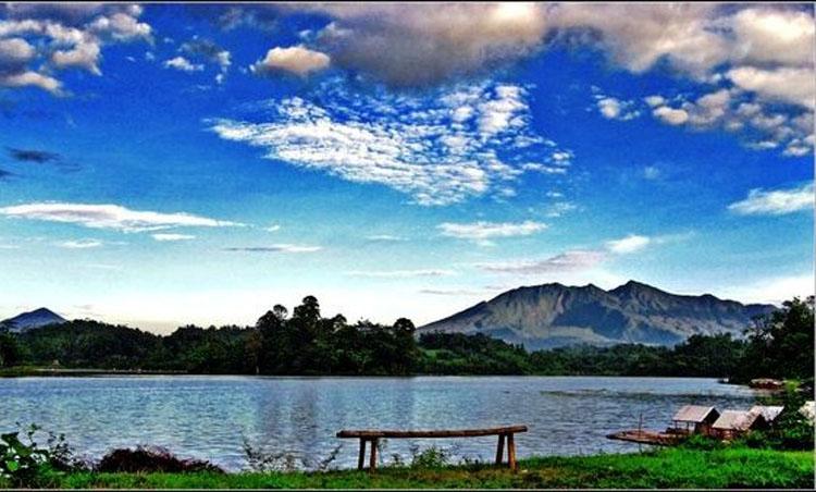 Eloknya Wisata Situ Gede Tasikmalaya