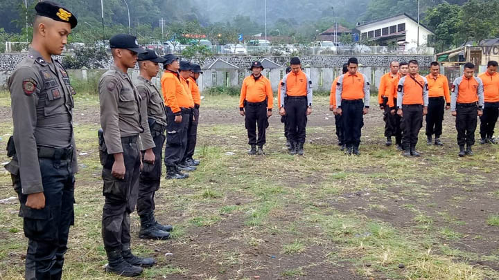 Koropak.co.id - Tradisi Pembaretan Bintara Remaja Polres Tasikmalaya Kota Ditutup (2)