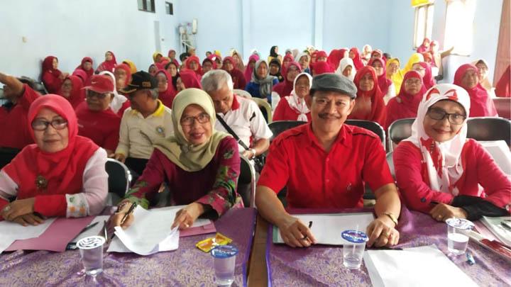 Koropak.co.id - Unik! Puluhan Lansia di Ciamis Ikuti Kontes Menyanyi (4)