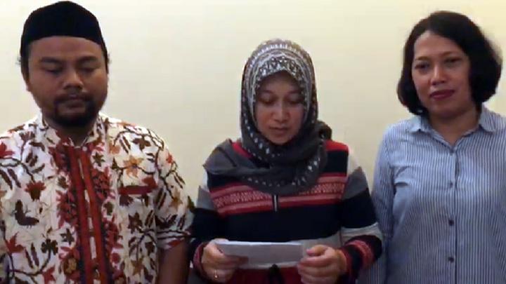 Koropak.co.id - Viral, Video Ibu Dorong Anak Dari Mobil