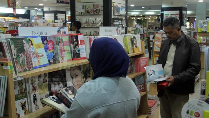 Wadah Membaca di Gramedia Plaza Asia