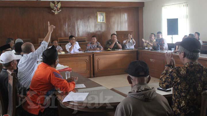 Koropak.co.id - Warga Mangkubumi Bersyukur Pembangunan Tower Segera Dihentikan (3)