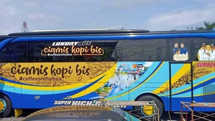 koropak.co.id - Yuk, Nikmati Sensasi Ngopi Sambil Keliling Naik Bus di Ciamis