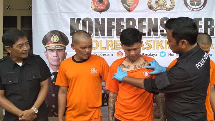 Koropak.col.id - Penjual Alkohol di Tasikmalaya Meleleh Diterjang Timah Panas (2)