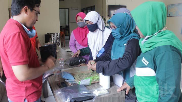 Para Ibu PKK Diajarkan Pemanfaatan Lahan Pekarangan Untuk Hidroponik (2)