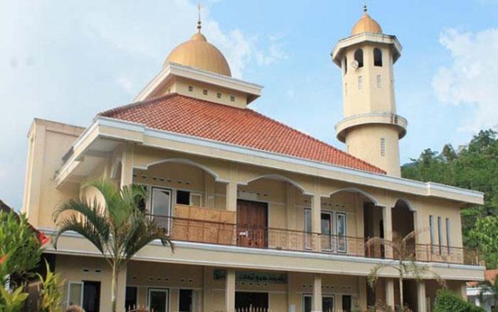 Keluarga besar dari Pondok Pesantren Darussalam Tasikmalaya