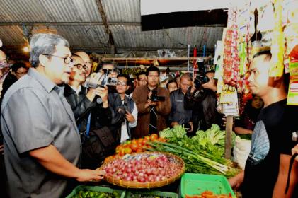 Gubernur Jabar, Ahmad Heryawan tinjau harga pangan di pasar