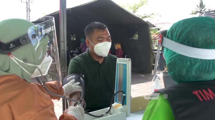 Tenaga Kesehatan Kota Tasikmalaya Simulasikan Vaksinasi Covid-19 (1)