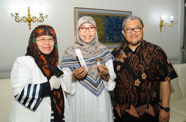 Gubernur Jawa Barat Divaksin Difteri