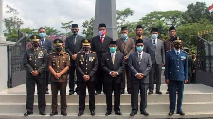 Ziarah Ke Makam Pahlawan, Ini Harapan Plt Walikota Tasikmalaya (2)